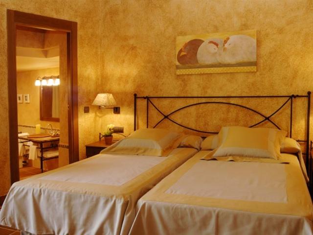Hôtel Mas Can Ros, Espagne  Meubles en fer forgé  IRON ART  lits, chaises, -> Pose Télé En Fer Forgé