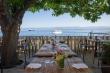 Chaises et tables en fer pour un restaurant du jardin
